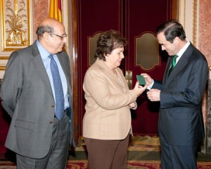 La Defensora del Pueblo le entrega el Informe Anual 2010 al presidente del Congreso, José Bono