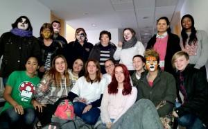 Alumnas y modelos del taller de peluquería y estética de FAEMA