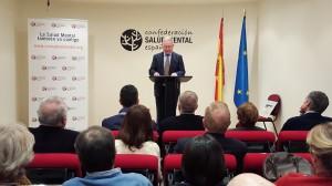 Nel González Zapico, presidente de SALUD MENTAL ESPAÑA, entregando el  XVII Premio Jaime Alber Solana