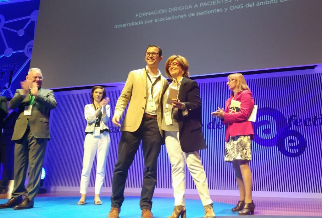 ASAENES recoge el Premio Albert Jovell