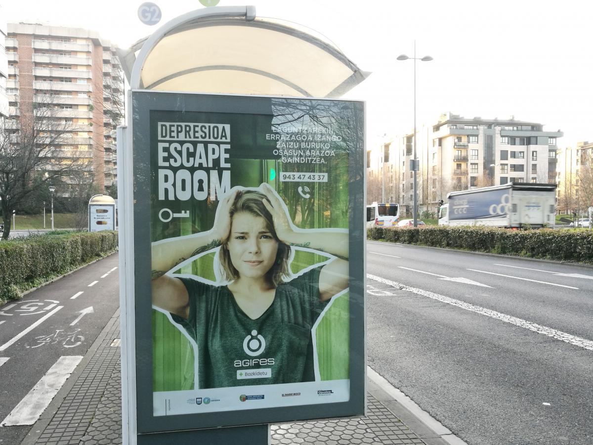Marquesina con la imagen de la campaña de AGIFES