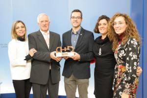 Integrantes de Salud Mental Castilla y León con el premio Cermi.es 2018