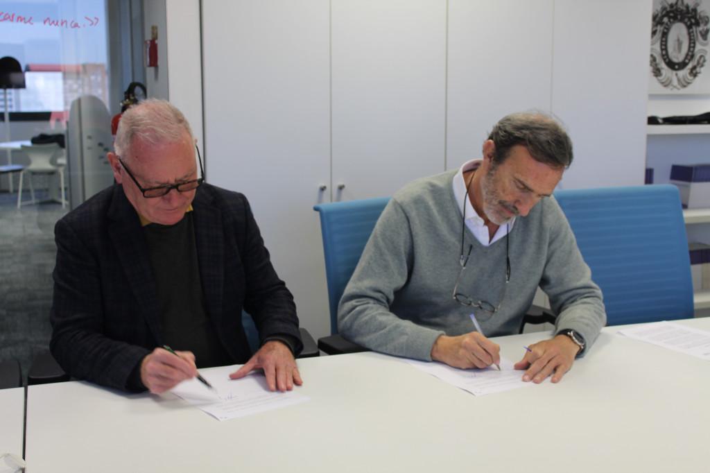 Nel A. Gonzalez Zapico, presidente de SALUD MENTAL ESPAÑA, y Joaquín Muller-Thyssen, director de Fundéu,  firmando el convenio de colaboración