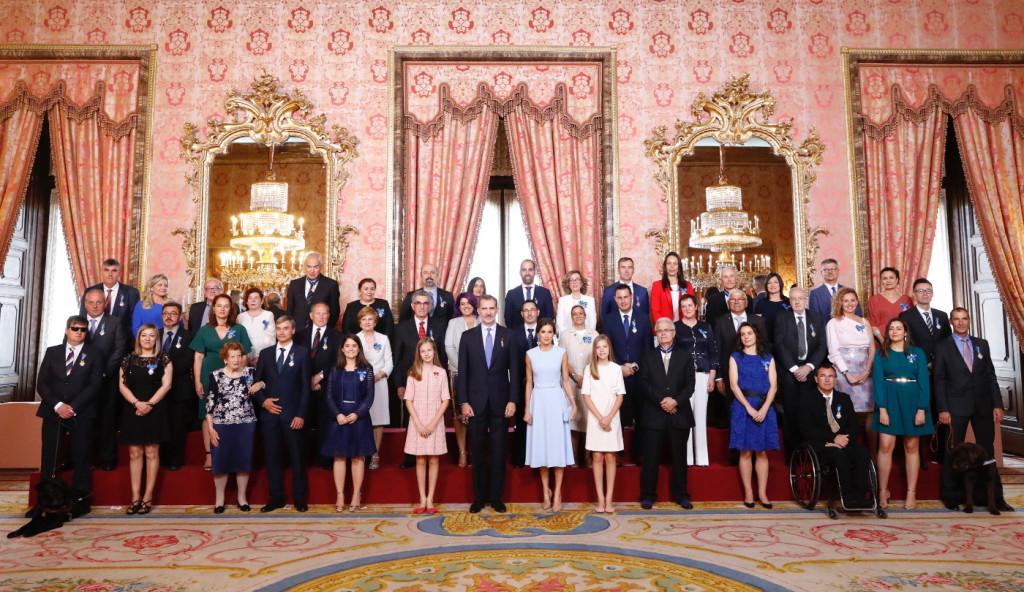 Condecoración premiados aniversario Felipe VI