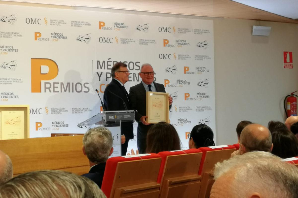 Nel González, presidente de SALUD MENTAL ESPAÑA, en el momento de la entrega del galardón