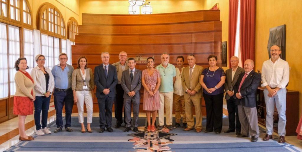 Representantes de FEAFES Andalucía Salud Mental en el Parlamento regional