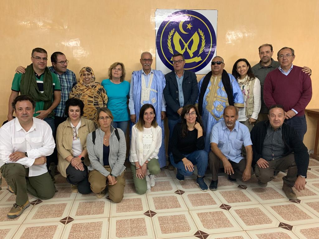 Foto de familia con Brahim Gali (en el centro de la foto) Presidente de la República Árabe Saharaui Democrática